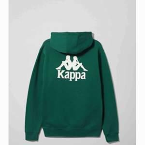 Grön kappa hoodie, inte så mycket använd. Köpt från weekday och i väldigt bra skick. Skriv för fler bilder. Fraktar