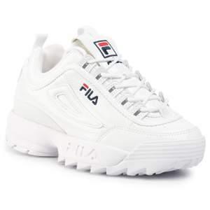 De omtalade fila skorna! Köptes förra året och säljs pga inte min stil längre. Ganska flitigt använda därav priset! I hälen finns det ett hål där man kan få skavsår. Storlek 38 men passar mig som har 37! Köpare betalar frakt!