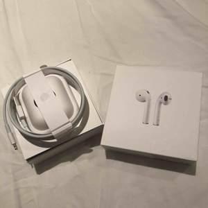 En oanvänd laddare till iPhone 5 och uppåt. Pris kan diskuteras och ev budning. frakt tillkommer. adapter följer INTE med. Nypris: 250kr