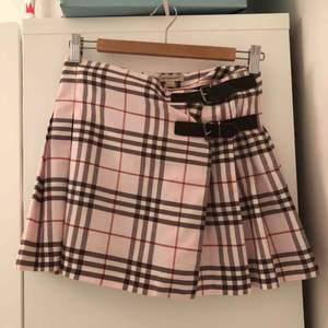 Äkta burberry kjol! Finns inte längre att köpa på burberry❤️