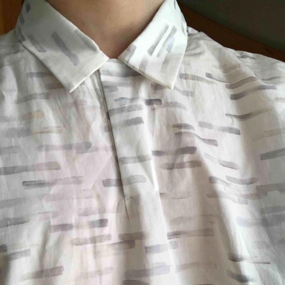 Skjorta från Cos i storlek S. Lite oversizad. Skjortor.