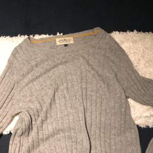 Superskön tröja. Köparen står för frakten.