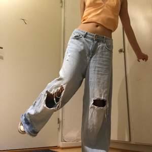 Coola wide jeans i storlek 38.                                                Kan mötas upp i GBG<3