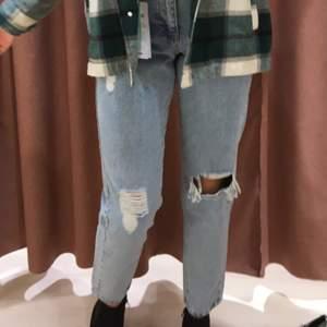 Hej! Om någon har dessa jeansen i storlek 36 till ett bra pris så e de bara att skriva t mig ❤️