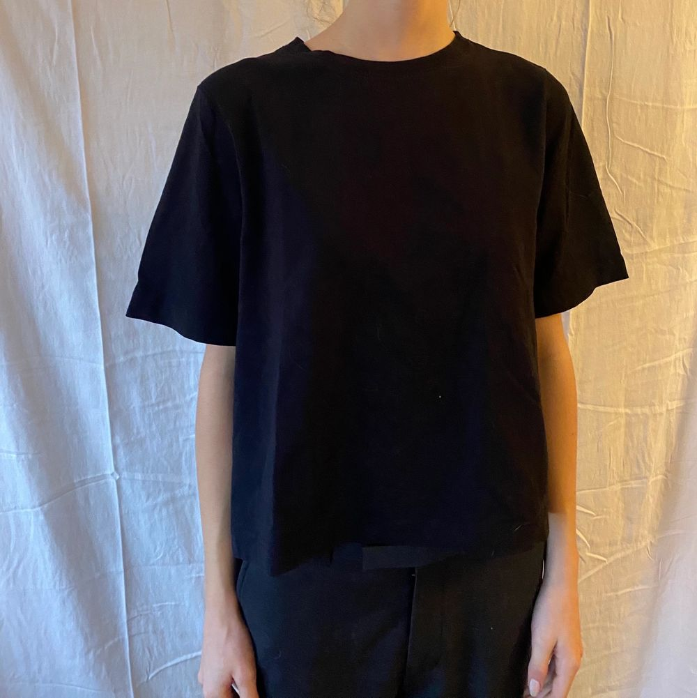 En fin basic svart tshirt . T-shirts.