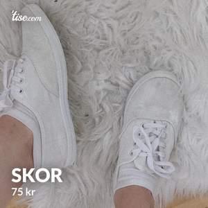 Snygga vita skor som knappt ät använda:) frakt tillkommer!!