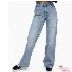 Säljer helt oanvända jeans från monki i storlek 27 i modellen yoko