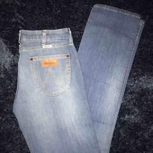 Helt nya Wrangler jeans i rak modell! Köparen står för frakt✨