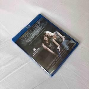 I taket lyser stjärnorna dvd (Blu-ray). Oöppnad! Plast fortfarande runt. Säljer pga har redan sett den. Frakt på 22kr tillkommer om den ska skickas!