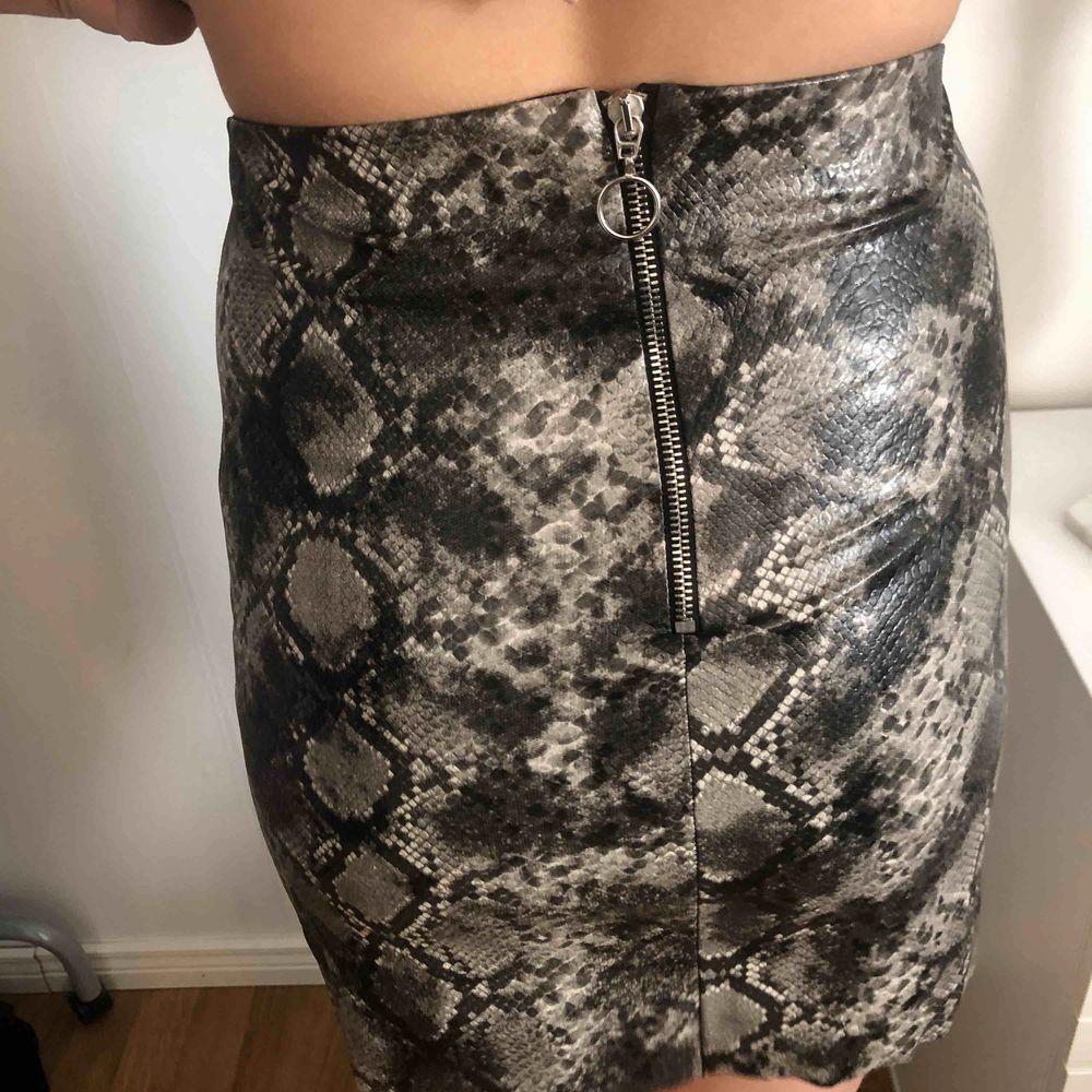 kjol från Gina tricot, Xs men passar även s. Använd 1 gång på nyår. köparen står för frakten  . Kjolar.