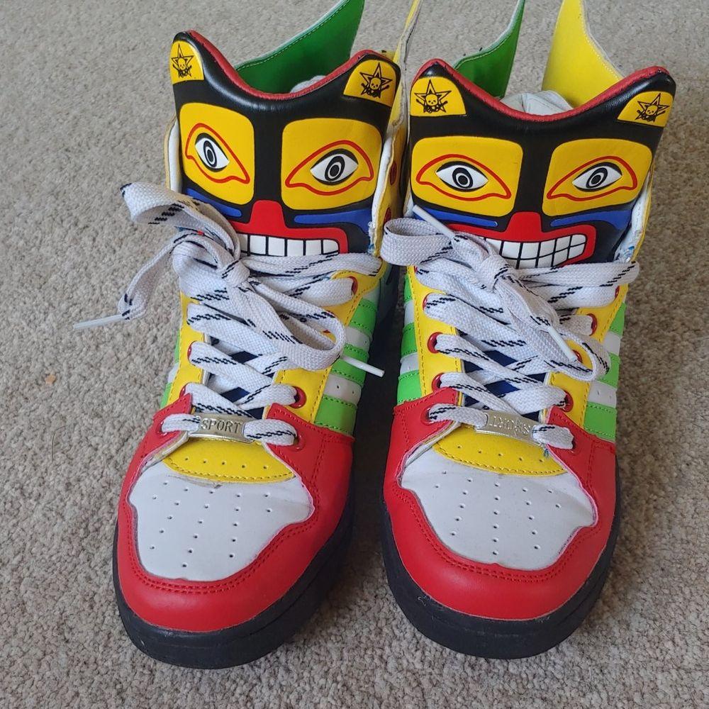 Coola sneakers, endast använda 1 gång. Storlek 39 :) möts i stockholm eller skickar med posten (frakt tillkommer). Skor.