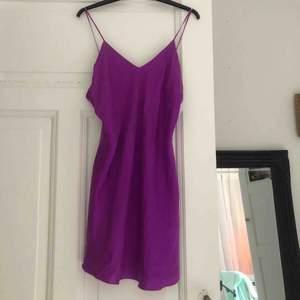 Vintage Victoria Secret nattlinne i slike köpt i New York på 90-talet! 💕👾🧞♀️👚☂️ kan användas både som kort klänning men även som linne!  Frakt 50kr