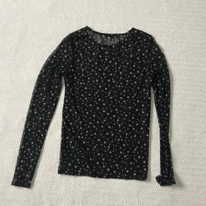 Mesch tröja med stjärnor från zara. Princip oanvänd