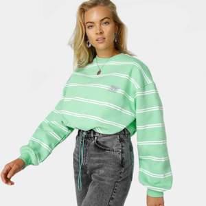 Söker denna tröjan från Junkyard i storlek S/XS. Söker även andra färgglada tröja från Junkyard eller andra märken. Skriv gärna om ni har det ☀️