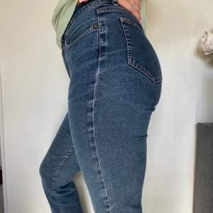 Ett par jeans köpta second hand då dem satt som en smäck på 🍑! (SWISH) frakt=63kr