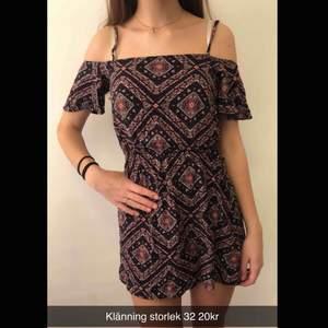 Söt klänning i storlek 32