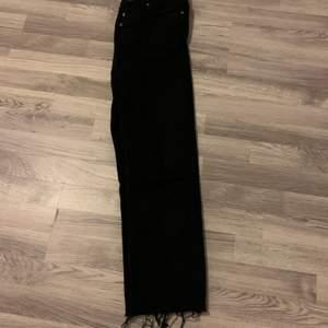 Svarta jeans från Zara.