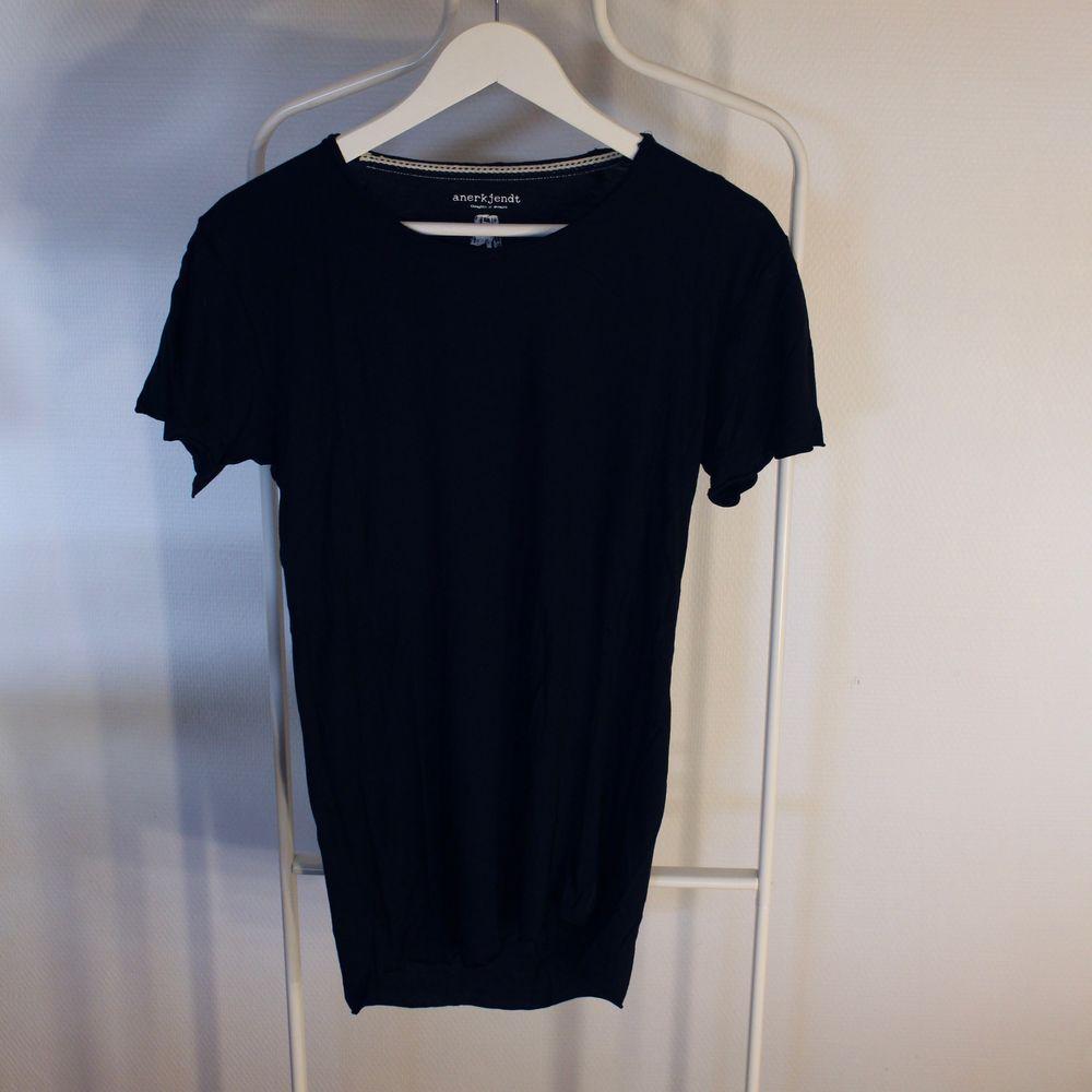 Go vintage T-shirt från Anerkjendt i Gött skick! Storlek: SDirekt pris: 45kr, Skriv buden till mig privat eller kommentera på bilden!  Kan även mötas upp mellan Varberg & Göteborg Köpare står för frakten (Du bestämmer vilket paket så länge det uppfyller vikt och storleks kraven). T-shirts.