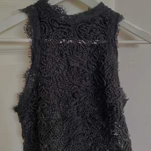 Snygg spets tröja i storlek s, genomskinlig (se bild två). Köpt för 300kr säljer för 80 + frakt