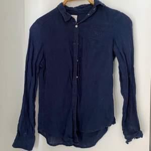 Skjorta från Ginatricots kollektion i Falsterbo, tror de var år 2016. Skönt material o aldrig använd. Fraktpris o sätt diskuteras!