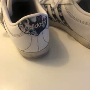 Adidas skor i skinn. Storlek 37
