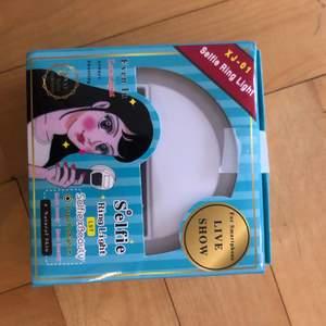 Aldrig använt, fick i ett juklappsspel. Förpackningen är oöppnad men lite bucklig.