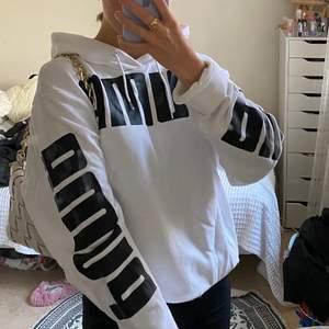 Skit cool puma hoodie i storlek S killmodell, så lite mer oversized på en tjej!