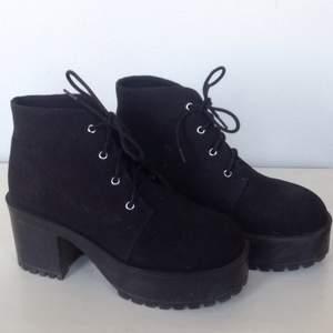 Älskar dessa skor! Men har ingen användning för dem. Använda ett fåtal gånger.