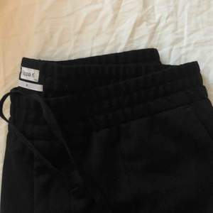 Säljer ett par svarta kostymbyxor från filippa k🤗 köparen står för frakten, pris kan diskuteras vid snabb affär