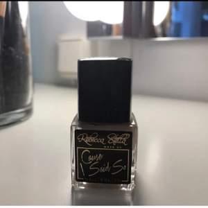 Helt nytt Rebecca Stella nagellack, råkade beställa denna av misstag när jag beställde annat och kommer inte av använda denna💞
