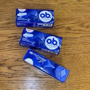 Säljer tre förp tamponger av märket O.b. Då jag råkade köpa fel. Det är PRO comfort night i storlek super. SJÄLVKLART OÖPPNADE!!! 65kr + frakt💞
