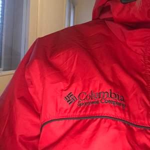 Säljer denna röda jacka från Columbia, eftersom den inte kommer till användning:)