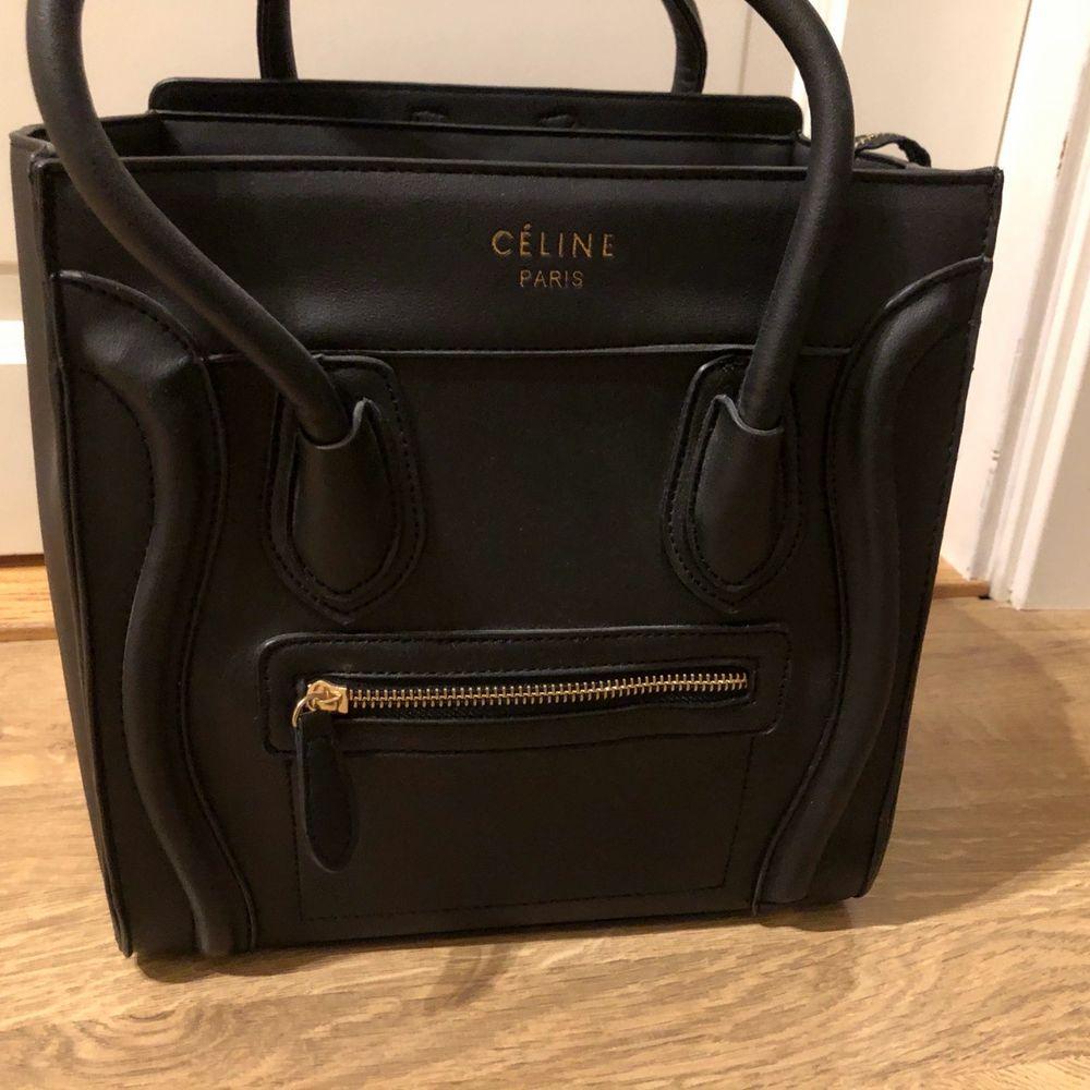 """Säljer denna fina väskan! En A kopia i nyskick då den endast använts nån enstaka gång. Priset kan diskuteras, och budgivning sker beroende på intresse. Är osäker på måtten men det är den så kallade """"nano"""" modellen. (Medium) Köparen står för frakten! . Väskor."""