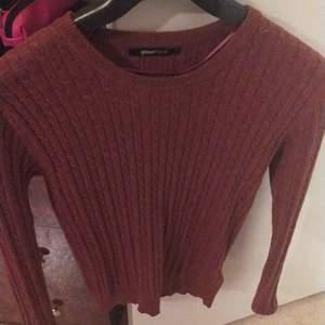 Tunn stickad tröja från Gina Tricot , storlek s