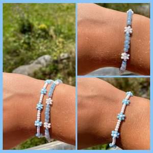 Handgjorda armband med blommor🌸✨ Följ MEZZAI_DESIGN på instagram för mer handgjorda smycken!🥰🥰 kan lägga brevlåda i bromma annars poatar jag för 11kr. Kan göra armbanden kortare och längre om så önskas😊