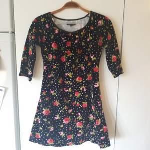 Jättefin klänning i velour/sammet, storlek S