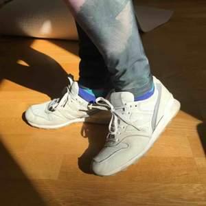 New Balance skor gråa, knappt använda. Går att ses i sthlm eller hämta i gustavsberg alt köpare står för frakt✨