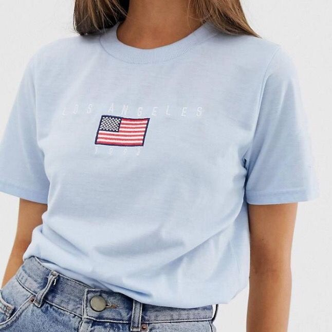 Oanvänd T-shirt, bra kvalitet då T-shirten är väldigt tjock. Buda!! Frakt=44kr. Skjortor.