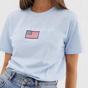 Oanvänd T-shirt, bra kvalitet då T-shirten är väldigt tjock. Buda!! Frakt=44kr