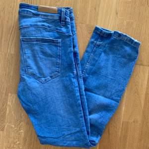 Snygga jeans från ZARA! Gott skick. Köparen står för frakten 👖