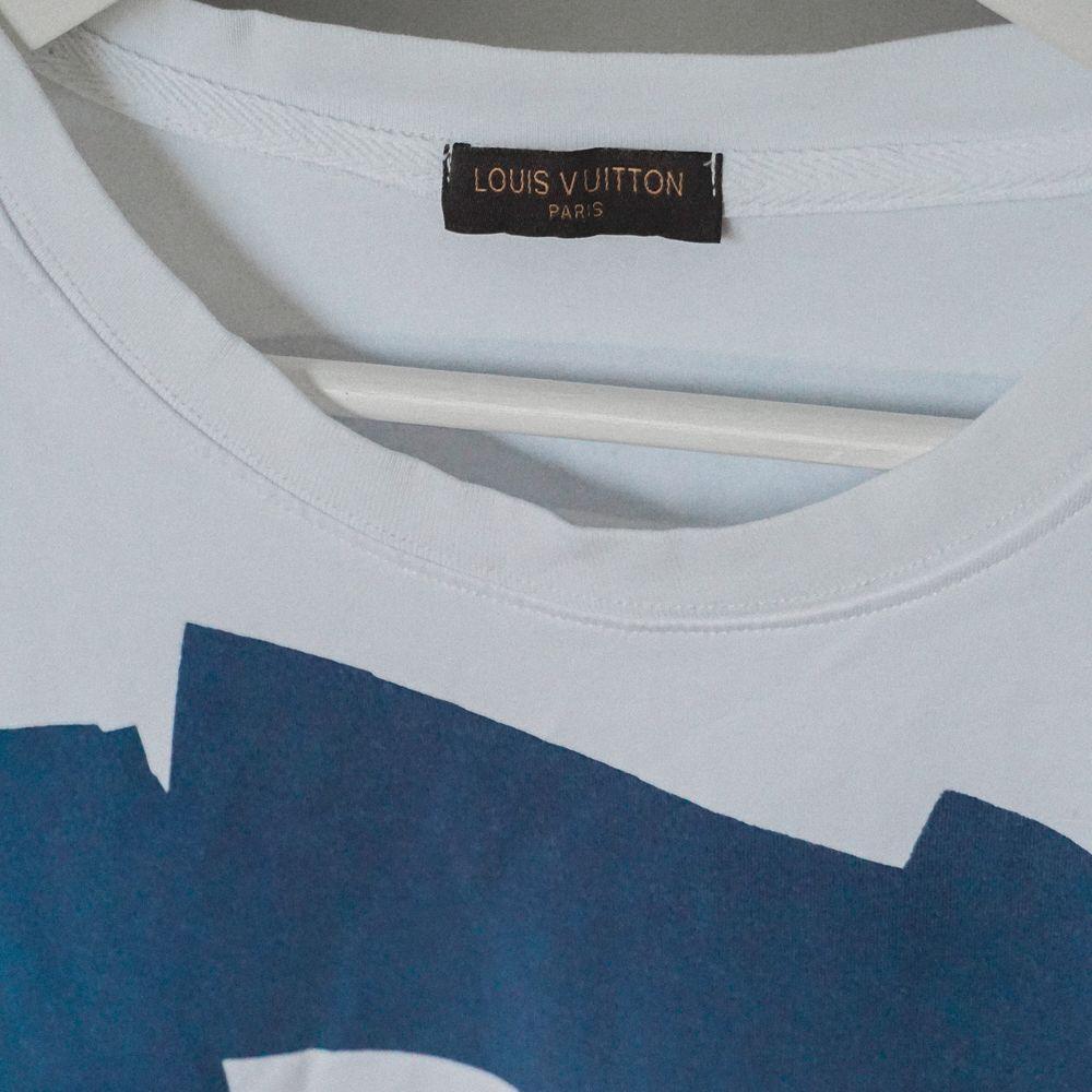 Louis Vuitton replika tshirt. Använd men i bra skick. Har legat oanvänd i garderoben i snart ett år. . T-shirts.