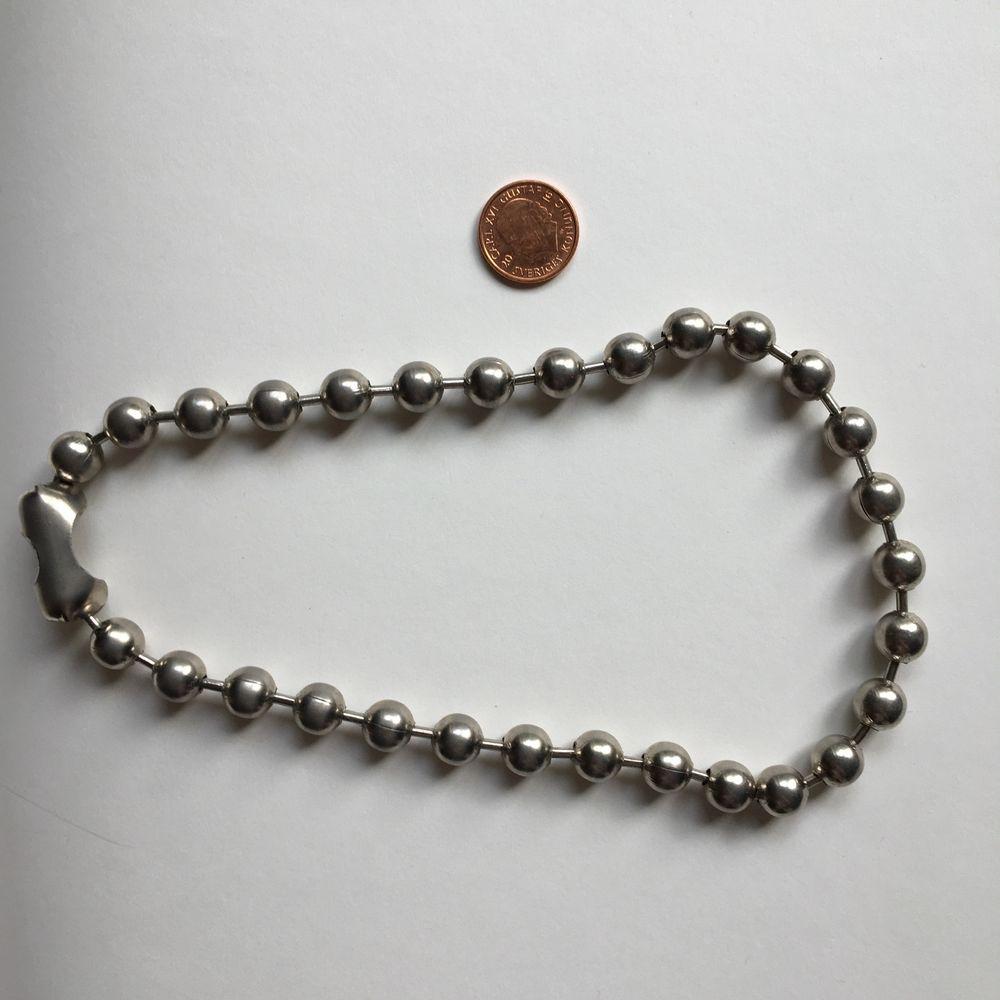 Choker/chain i silver färg, extra stora kulor (myntet i bilden som jämförelse). Ganska lättviktig och färgar inte av 🌟 Frakt ingår :). Accessoarer.