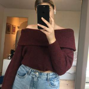 Fin rödvin stickad off shoulder tröja!! Bra skick😍