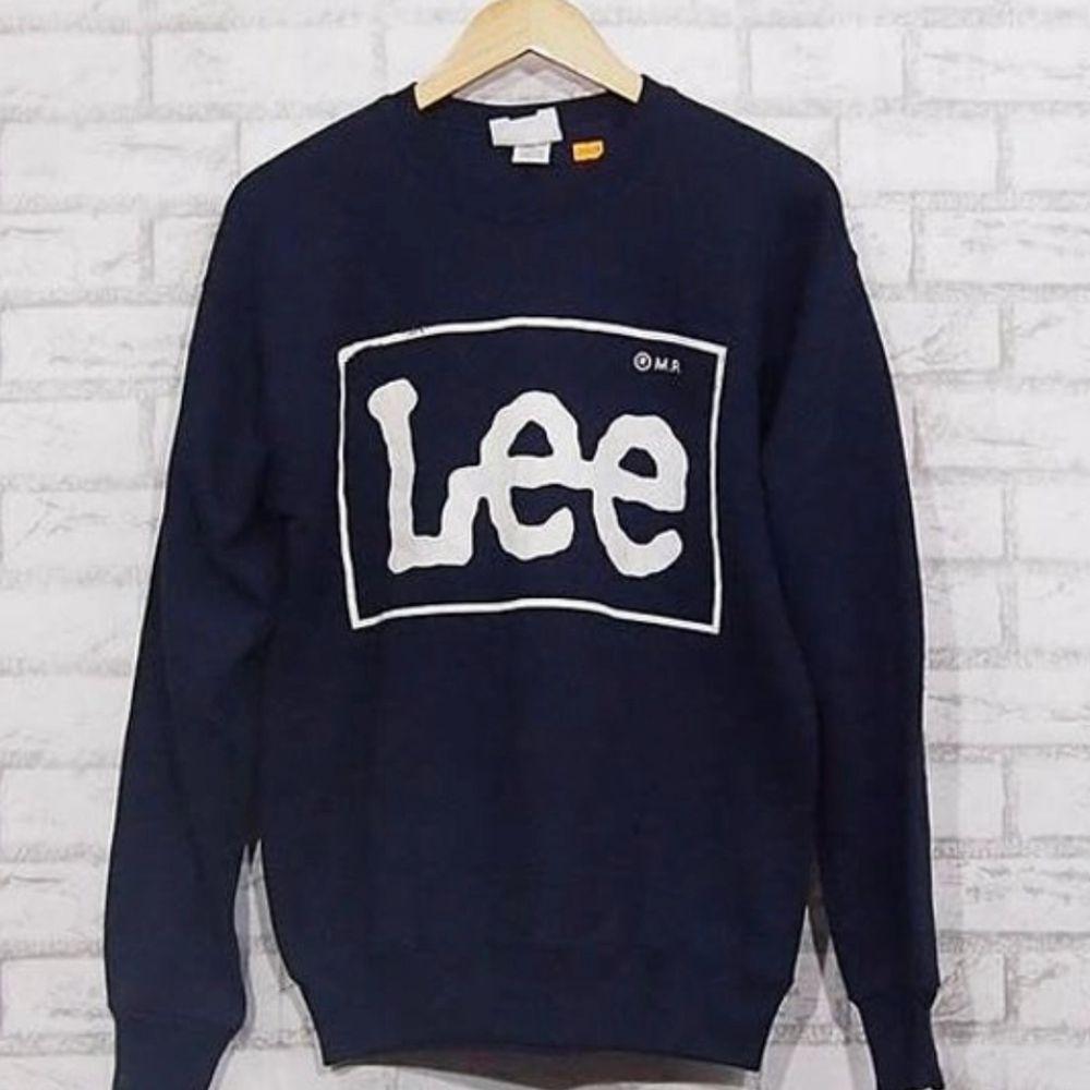 Söker en Lee sweatshirt, helst den på bilden men även andra färger och modeller funkar. Mellan XS-M. Kontakta mig så kan vi diskutera pris! . Tröjor & Koftor.