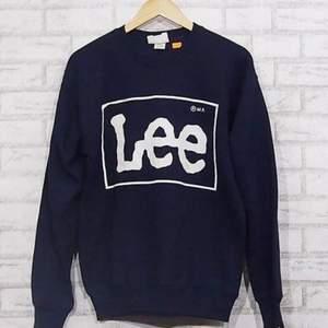Söker en Lee sweatshirt, helst den på bilden men även andra färger och modeller funkar. Mellan XS-M. Kontakta mig så kan vi diskutera pris!