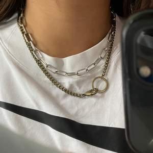 Säljer detta asfeta halsbandet från Urban, jätte fint skick! 100kr men frakt tillkommer 💕