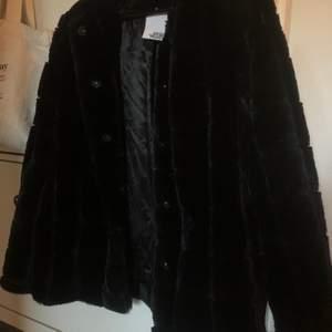 Fin mysig jacka ifrån MQ i nyskick, har inte blivit använd då jag har så många jackor. Den är i stl.36