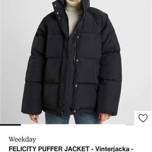 Finns det någon som har denna jackan och vill sälja till mig i XS/S hör jättegärna av dig! 🙏🏼🙏🏼
