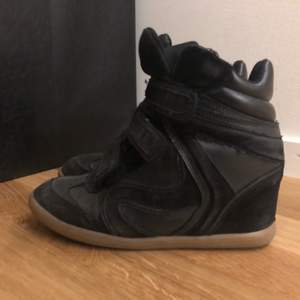 Wedge sneakers svarta med beige sula