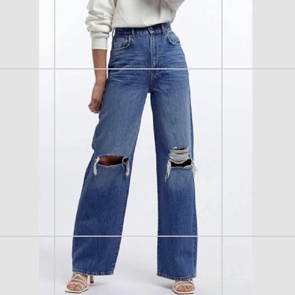 Säljer dessa supersnygga Idunjeans från Ginatricot, köpte dock en för stor storlek därfav säljer jag dem, använda 2-3 ggr❤️. Jeans & Byxor.